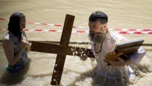купание в воде на крещение