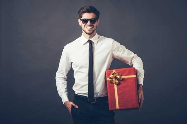 Что подарить любимому мужчине на 23 февраля