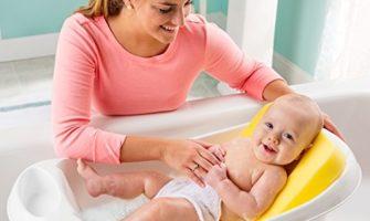 Как правильно купать ребенка первый месяц?