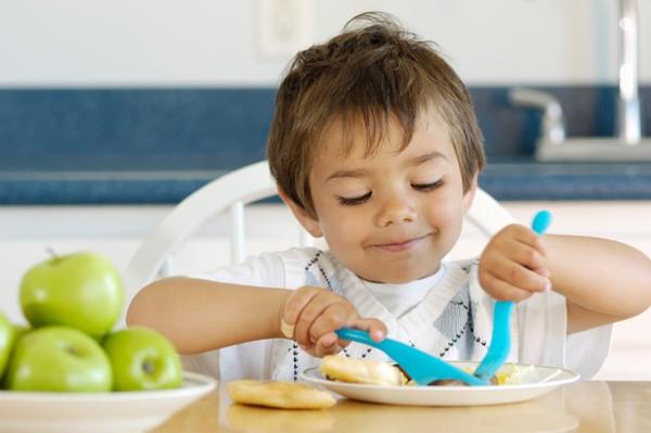 Что должен употреблять в пищу ребенок в три года?