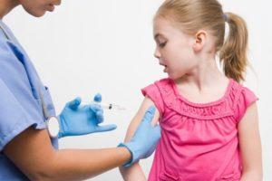 Что за прививка АКДС?