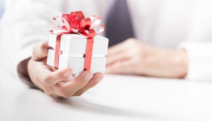 Выбираем подарки на 23 февраля начальнику