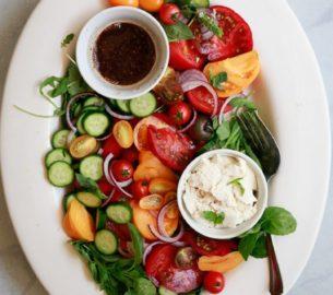 Какие салаты из помидор можно приготовить?